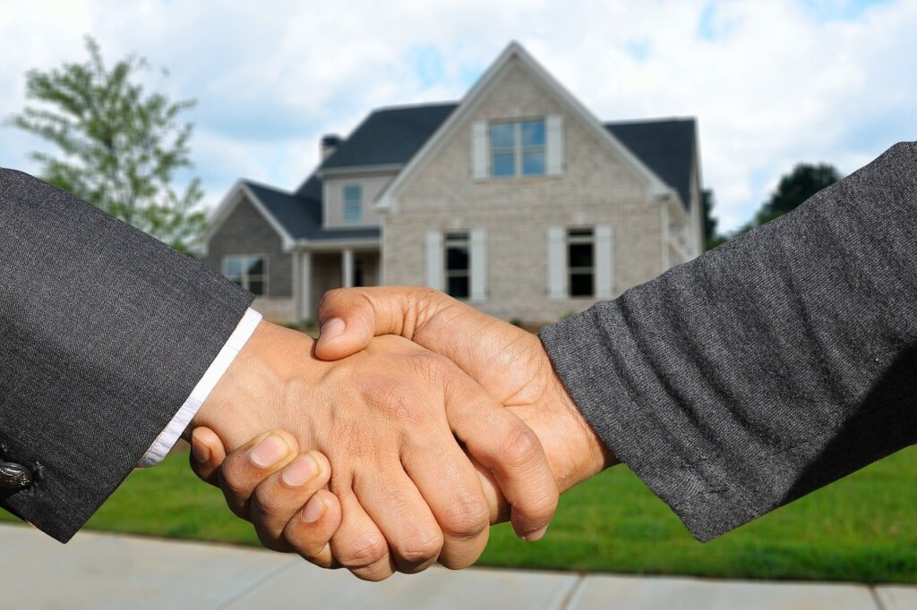Become a licensed real estate agent today. - Image of agent and buyer shaking hands